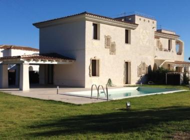 Ville vista mare con piscina e ampio giardino a Lu Fraili