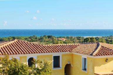 Monolocale Giallo con vista mare nel Residence Gli Oleandri Rossi Tanaunella-Budoni